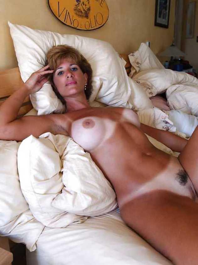 порно фото-загорелые со следами от купальников